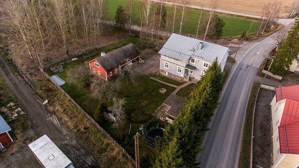 Askolan kunta sijaitsee itäisellä Uudellamaalla. 1800 rakennetun omakotitalon sisällä on historiallinen yllätys.