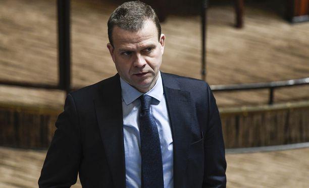 Kokoomuksen puheenjohtajan Petteri Orpon johtamistapaan ollaan puolueen eduskuntaryhmässä tyytyväisiä, uutisoi Helsingin Sanomat.