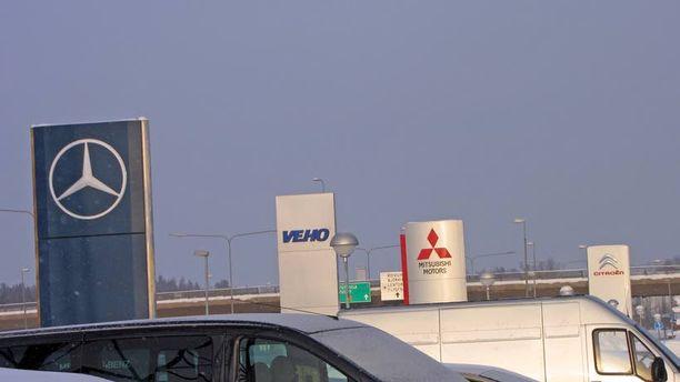 YKSI PELISTÄ POIS Mitsubishi putoaa pois Vehon laatikkoleikistä.