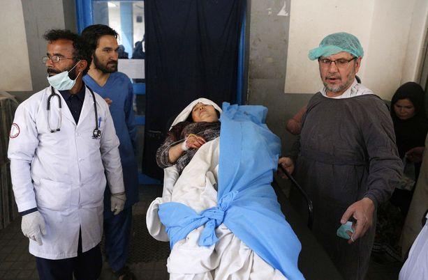 Maanantaina itsemurhapommittaja iski jälleen siviilikohteeseen Afganistanissa: 13 kuoli, 31 haavoittui.