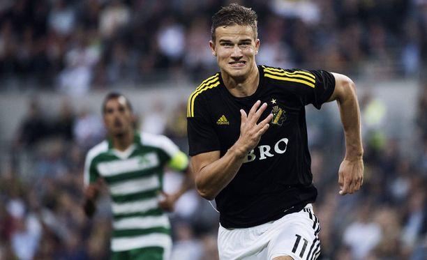 AIK:n Eero Markkanen tarttui tilaisuuteen.