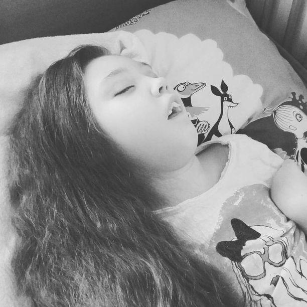 Ella sairastaa vakavaa INCL-keskushermostotautia.