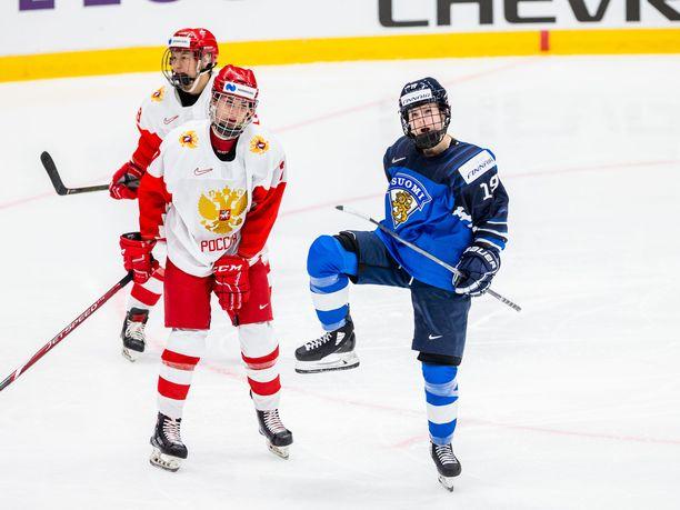 Petra Nieminen laukoi Suomen avausmaalin Venäjää vastaan.