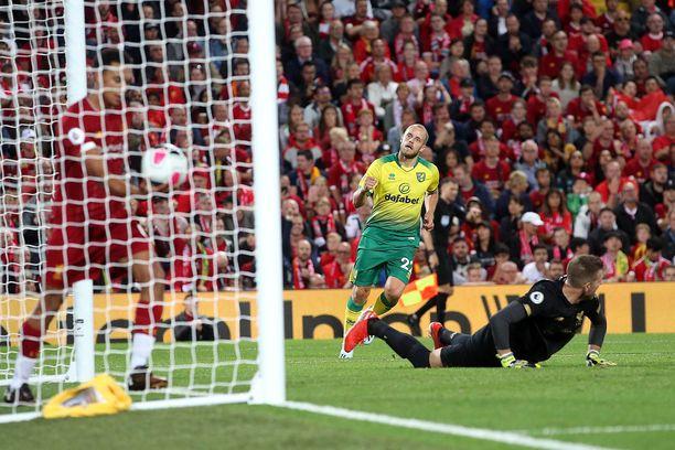 Teemu Pukki tuuletti maaliaan Liverpoolin kotikentällä Anfieldilla.