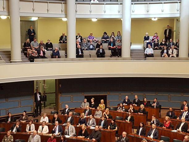 Eduskunt sinetöi tänään sen, että suomalaisten verojuhlat Portugalissa loppuvat ensi vuoden alusta. Täysistuntokuva viime syyskuulta valtiopäivien avajaisista. KUVA: MIKA KOSKINEN/IL.