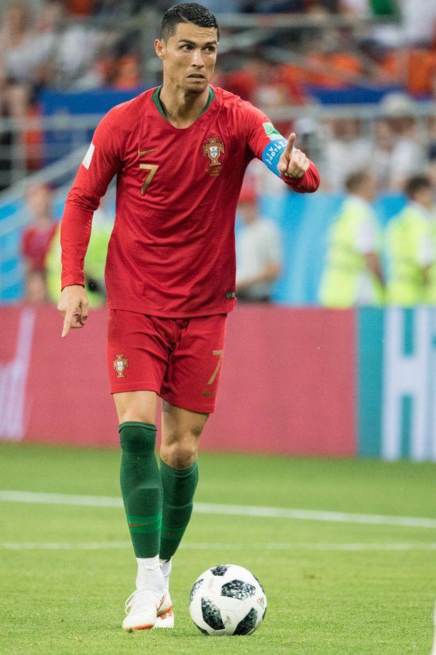 Euroopan mestari Cristiano Ronaldo hamuaa MM-pystiä.