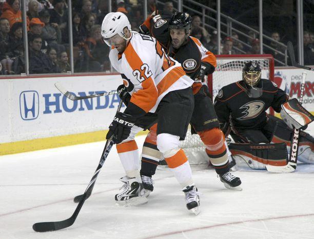 Ville Leino pelasi loistavaa kiekkoa Philadelphia Flyersin paidassa. Kohokohtana olivat kevään 2010 Stanley Cupin finaalit.