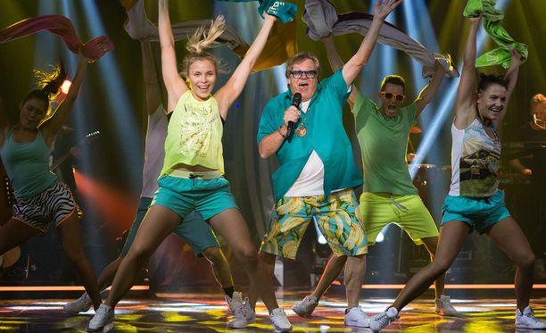 Mikko Alatalo esitti Tähdet, tähdet -ohjelmassa Rannalle-kappaleen.