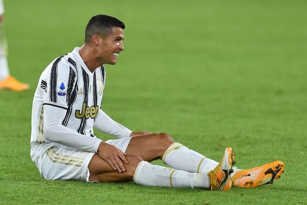 Cristiano Ronaldon koronatestit ovat kerta toisensa jälkeen positiivisia.
