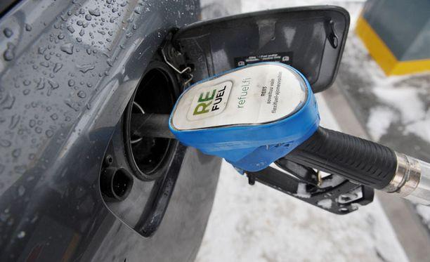 VASTA ALKUA Nyt tankataan 10 prosentilla terästettyä bensaa. Tulevaisuus tuo isommat etanoliprosentit.