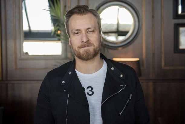 Lukuisista televisio-ohjelmista tunnettu juontaja Heikki Paasonen täytti torstaina vuosia.
