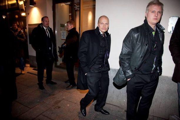 Ilari Sahamies aiheutti pahennusta riehuessaan Linnan juhlien jatkojen jälkeen ravintola Teatterin edessä.