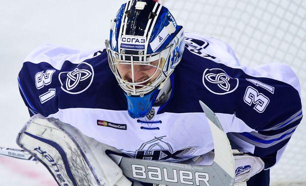 Maalivahti Ville Kolppanen on pelannut viime vuodet KHL:n Neftehimikissä.