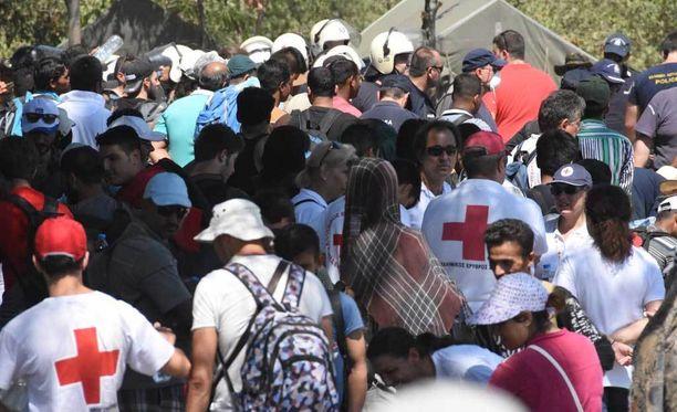 Valtava määrä pakolaisia matkasi eteenpäin Kreikan ja Makedonian välisellä rajalla viime syyskuussa.