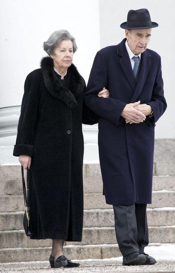 Mauno ja Tellervo Koivisto menossa valtiopäivien avajaisiin.