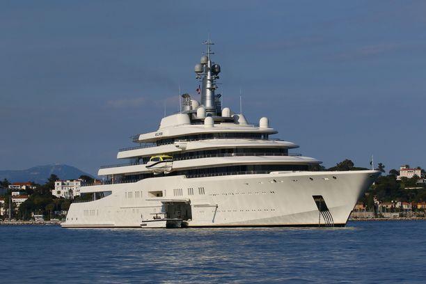 2010 vuonna valmistunut Eclipse maksoi 426 miljoonaa euroa.