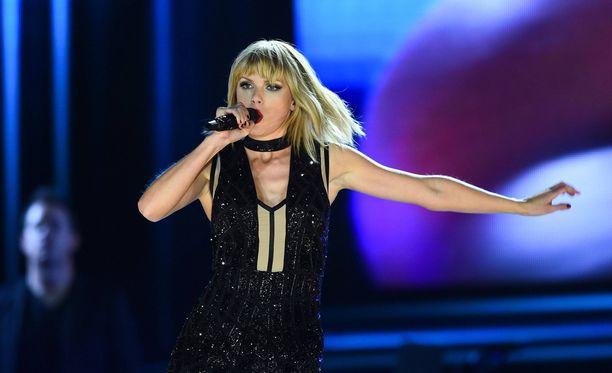 Taylor Swift nosti tulojaan vuodessa 64 miljoonasta 170 miljoonaan dollariin.