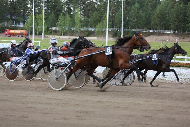 62-vuotias Jorma pelaa edelleen ravipelejä, vaikka Veikkaus peri hänen saamansa voittorahat takaisin tekniseen virheeseen vedoten.