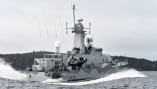 Ruotsin laivaston korvetti HMS Stockholm partioi Tukholman saaristossa maanantaina.