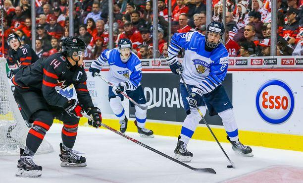 Anton Lundell pelasi vuodenvaihteessa alle 20-vuotiaiden MM-kisoissa Kanadaa vastaan. Alle 18-vuotiaiden kisa-avauksessa tulee vastaan sama maa.