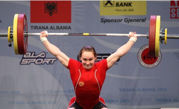 Marina Shainova menettää olympiahopeansa.