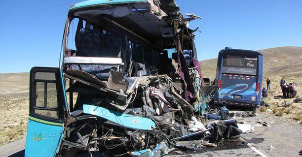 PAHAA JÄLKEÄ. Bussit romuttuivat täysin törmäyksen voimasta.