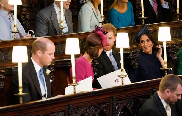 Herttuatar Catherinella ja prinssi Harrylla riitti juteltavaa prinsessa Eugenien häissä.