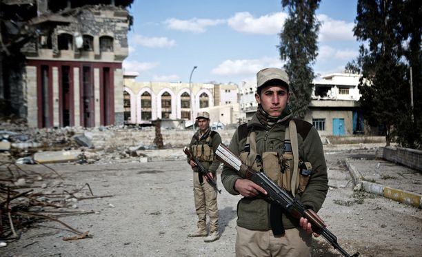 Irakin turvallisuusjoukkoja terroristijärjestö Isisiltä vapautetussa Mosulissa helmikuun alussa.