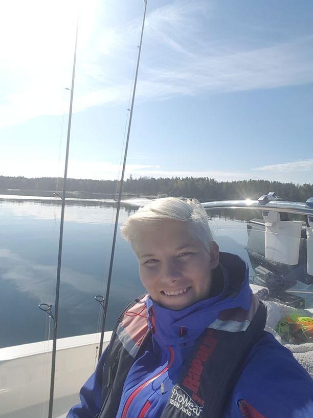 Ystävä lupasi viedä Heidi Foxellin kalaan, kunhan hän pääsee sairalaasta. Lupaus toteutui vihdoin toukokuun lopussa. Reissun kalaopas jäi ilman saalista, kun taas Foxell nappasi kolme haukea.