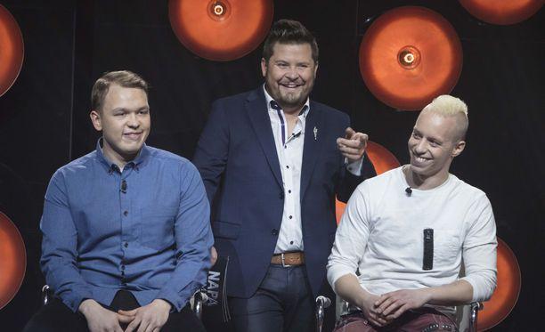 Janne Kataja kuittailee yksinkertaisena itsenään pitävälle herra C:lle.