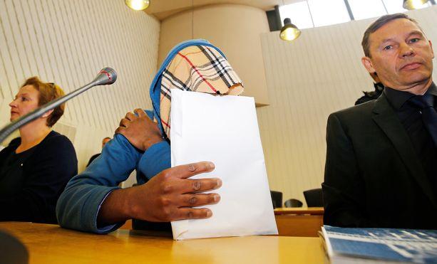 Mies tuomittiin Itä-Uudenmaan käräjäoikeudessa elinkautiseen vankeuteen. Helsingin hovioikeus piti tuomion ennallaan.