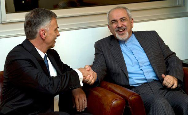 Sveitsin ulkoministeri Didier Burkhalter ja Iranin ulkoministeri Mohammad-Javad Zarif tapasivat eilen neuvottelujen tiimoilta.