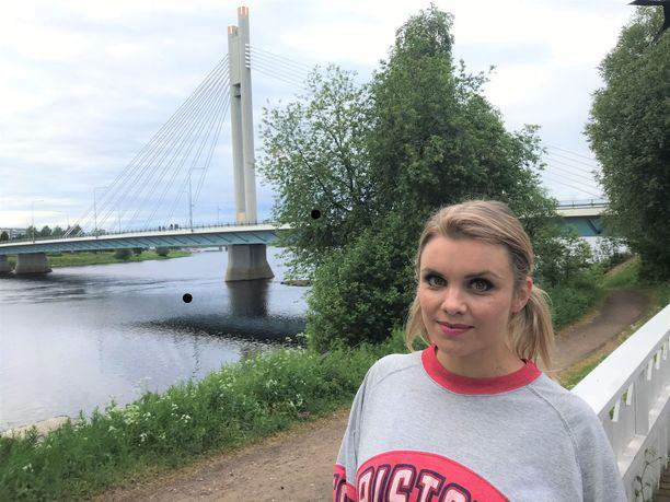 Suomen ja Hollywoodin välillä sukkuloiva Irina Vartia viettää tämän kesän Rovaniemellä.
