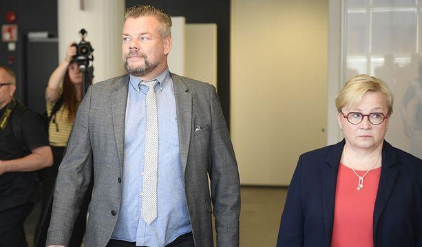 Jari Sillanpää sanoo Iltalehdelle, että hänellä on puhtaat jauhot pussissa. Riitta Leppiniemi on myös todennut päämiehensä kiistävän teot.