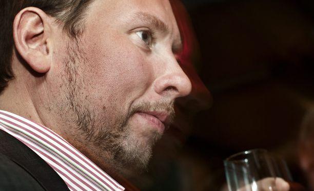 Ay-liikkeestä kohdistuu puheenjohtaja Paavo Arhinmäkeen kova paine hallitukseen menon puolesta.