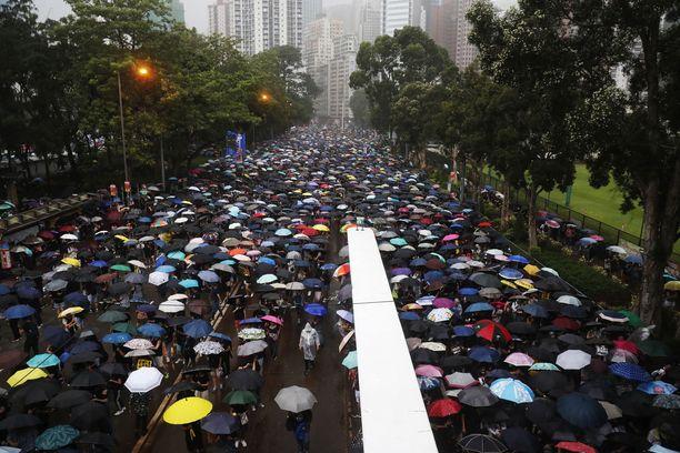 Kymmenet tuhannet ihmiset kokoontuivat puistoalueelle.