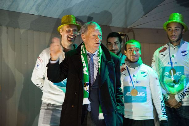 Anders Wiklöf juhli kolme vuotta sitten IFK Mariehamnin yllätysmestaruutta.