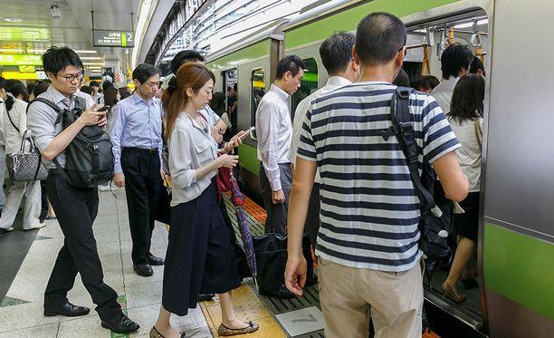 VR:llä olisi opittavaa anteeksipyynnöistä Japanin junayhtiöiltä.