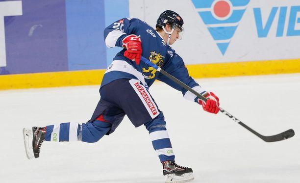 Eeli Tolvasen tykki puhui heti avauserässä.