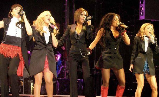 Spice Girls esiintyi Lontoon 2012 olympialaisten päättäjäisissä monien vuosien tauon jälkeen