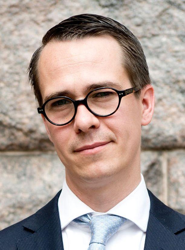 Puolustusministeri Carl Haglund on korostanut pohjoismaista yhteistyötä maanpuolustuksessa. Eilen tuli tukea Ruotsista.