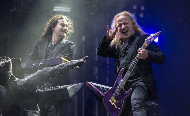 Tuomas Holopainen ja Emppu Vuorinen pääsivät lavalle, kun tuntematon nainen pelasti bändin pälkähästä. (Arkistokuva)