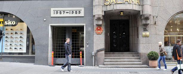 Tältä paikalta, Helsingin Aleksanterindulta, vauva yritettiin isoäidin kertoman mukaan riistää.