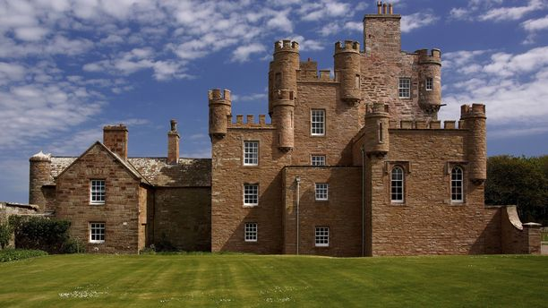 Prinssi Charles on avannut majatalon Meyn linnan tiluksille.