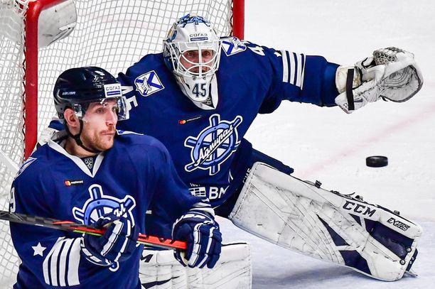 Jussi Olkinuora pelasi Admiralin maalilla 31 KHL-ottelua.