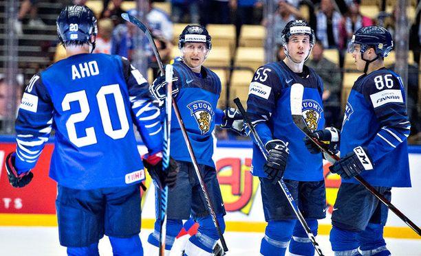 Suomi järjesti todelliset maalikarkelot Latviaa vastaan.