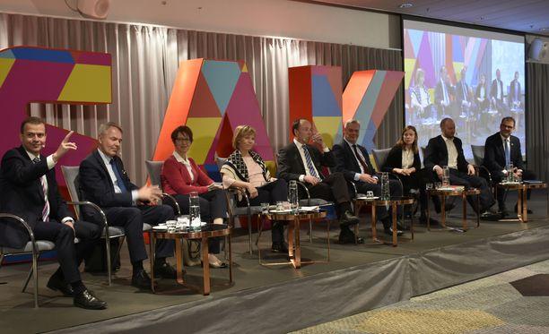 Puolueiden puheenjohtajat pohtivat työelämän muutostarpeita SAK:n tentissä perjantaina.