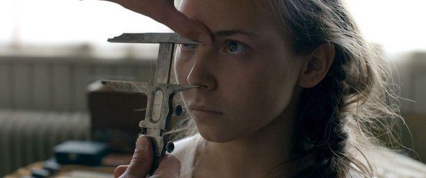 Ruotsin ehdokaselokuva on Amanda Kernellin Saamelaisveri, jossa pääosaa näyttelee Lene Cecilia Sparrok.