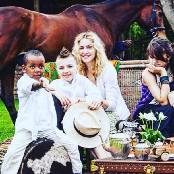 Madonnan adoptiohankkeet eivät miellyttäneet kaikkia.