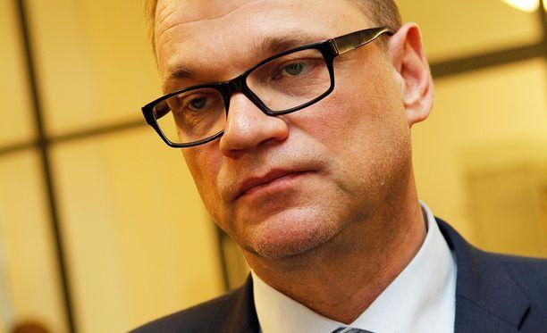 Pääministeri Juha Sipilä (kesk) toimi aikoinaan toimitusjohtajana yrityksessä, joka valmisti kännyköiden tuotantolinjoja nyt suljettavalle Salon-tehtaalle.
